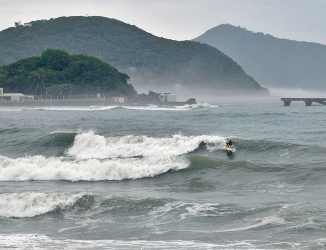 07.30 typhoon wave (2)